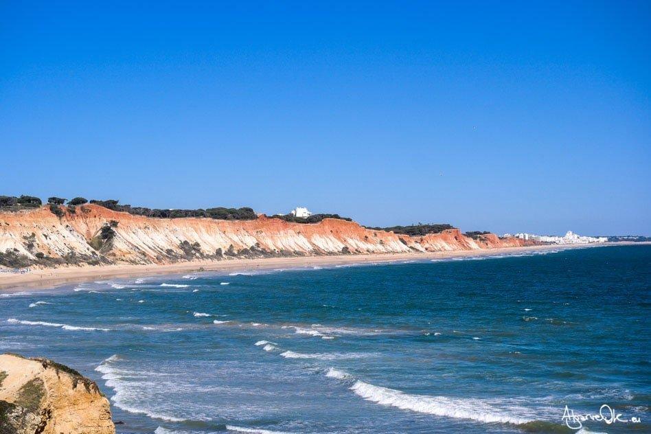 Fra le spiagge più belle al mondo Praia da Falésia in Algarve Portogallo