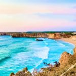 Guardare l'oceano a Sagres in Algarve Portogallo: video
