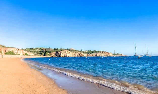 Ferragudo Portogallo Algarve: villaggio di pescatori e spiagge con acque calme