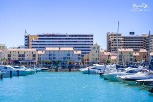 Barche e ristoranti sulla Marina di Vilamoura in Algarve